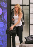 th_71875_78096-blake-lively-candid-chanel-boutique-nyc-09-0_122_1014lo.jpg