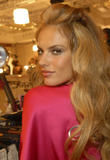 th_96756_fashiongallery_VSShow08_Backstage_AlessandraAmbrosio-35_122_1167lo.jpg