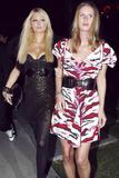 Nicky Hilton - Страница 5 Th_44130_celebrity_paradise.com_TheElder_ParisandNickyHilton2010_04_07_AtBoaRestaurant3_122_156lo