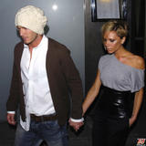 http://img34.imagevenue.com/loc189/th_04979_victoria_beckham_out_with_hubby_nipping_out_3_122_189lo.jpg