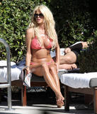 Виктория Сильвстед, фото 1493. Victoria Silvstedt - Sexy bikini poolside in Miami Beach on December 28, foto 1493