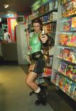 Nell Mcandrew as Lara Croft Foto 365 (Нэлл МакЭндрю, как Лара Крофт Фото 365)