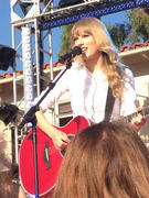 Taylor Swift taping a concert for The Ellen Degeneres Show 10/18/12
