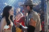 http://img34.imagevenue.com/loc649/th_31039_Rose_McGowan_Ready_To_Rumble_Promo_4_122_649lo.jpg