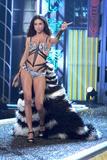 th_19568_Victoria_Secret_Celebrity_City_2007_FS_377_123_976lo.jpg